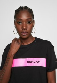 Replay - T-shirt con stampa - black - 3