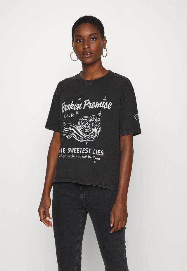 T-shirt z nadrukiem - blackboard
