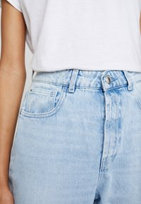 Replay - TYNA - Relaxed fit jeans - lightblue - 3
