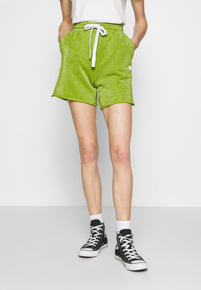 PANTS - Shorts - green