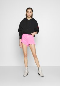 Replay - Shorts di jeans - neonpink - 1