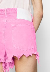 Replay - Shorts di jeans - neonpink - 5