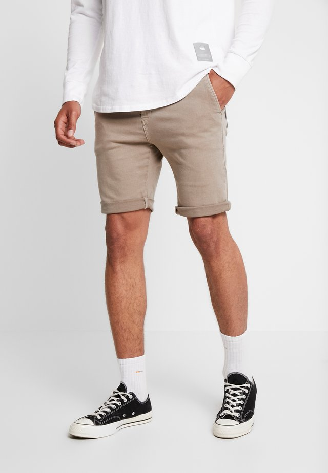 SERAF HYPERFLEX - Shorts - sand