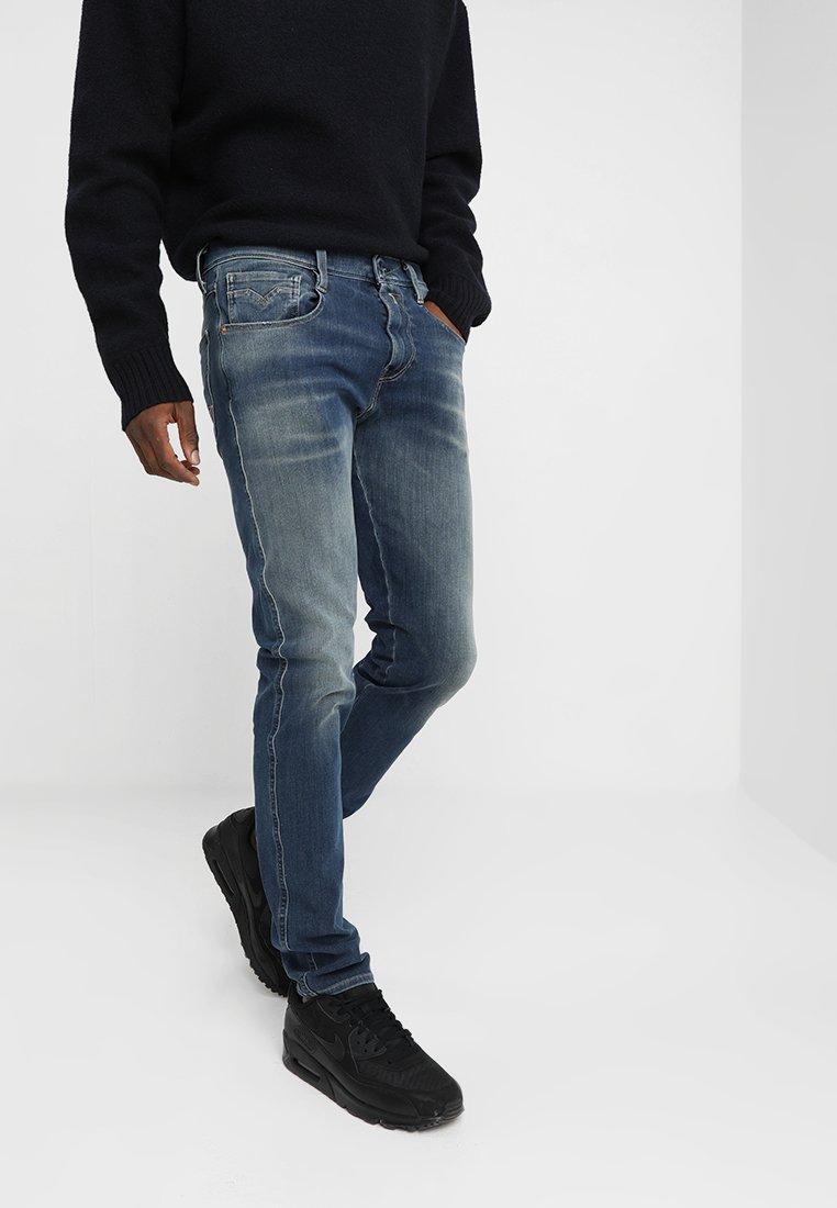 Replay - HYPERFLEX + ANBASS - Slim fit jeans - medium blue