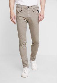 Replay - ANBASS HYPERFLEX - Jeans slim fit - sand - 0
