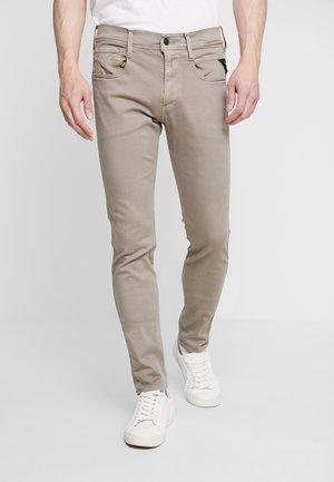 ANBASS HYPERFLEX - Slim fit jeans - sand