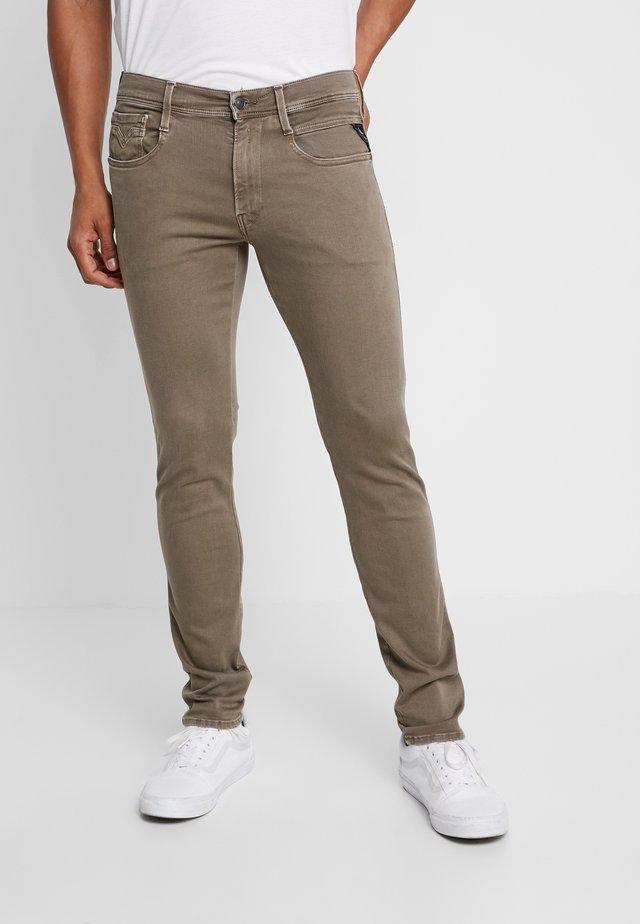 ANBASS HYPERFLEX - Jeans slim fit - brown
