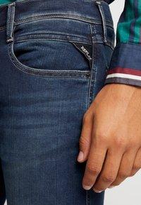 Replay - ANBASS HYPERFLEX - Jeans Slim Fit - dark blue - 5