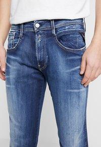 Replay - ANBASS HYPERFLEX - Slim fit jeans - dark blue - 4