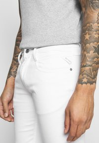 Replay - ANBASS - Slim fit jeans - white - 3