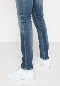 Replay - ANBASS AGED - Slim fit jeans - medium blue - 3