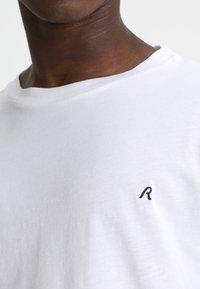 Replay - 2 PACK - Basic T-shirt - white - 4
