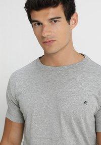 Replay - 2 PACK - Basic T-shirt - grey melange - 3