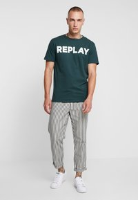 Replay - T-shirt con stampa - dark green - 1