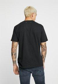 Replay - 2 PAC TEE - T-shirts med print - black - 2