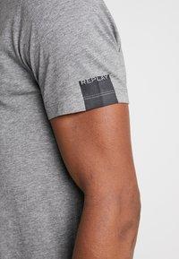 Replay - T-shirt basic - grey melange - 5