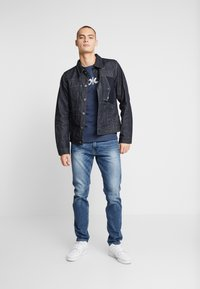 Replay - T-shirt con stampa - night blue - 1