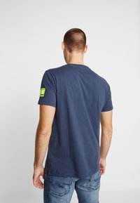 Replay - T-shirt con stampa - night blue - 2