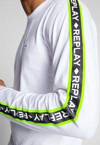 Replay - Maglietta a manica lunga - white/neon yellow - 3