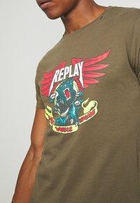 Replay - Print T-shirt - olive - 5