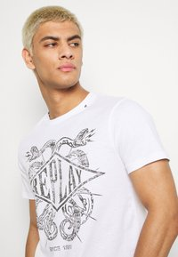 Replay - T-shirt con stampa - white - 3