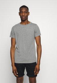 Replay - 3 PACK - Basic T-shirt - black/grey melange/white - 4