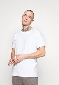 Replay - 3 PACK - Basic T-shirt - black/navy melange/white - 4