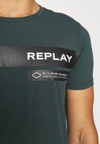 Replay - T-shirt print - bottle green - 6
