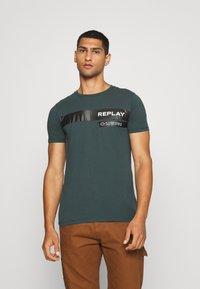 Replay - T-shirt print - bottle green - 0