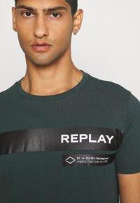 Replay - T-shirt print - bottle green - 3