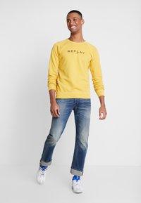 Replay - Sweatshirt - vintage yellow - 1