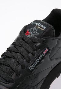 Reebok Classic - CLASSIC LEATHER LOW-CUT DESIGN SHOES - Trainers - black - 5