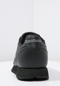 Reebok Classic - CLASSIC LEATHER LOW-CUT DESIGN SHOES - Baskets basses - black - 3