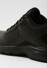 Reebok - WORK N CUSHION 3.0 - Laufschuh Neutral - black - 5