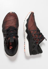 Reebok - FLOATRIDE RUN FLEXWEAVE - Chaussures de running neutres - black/guava/white/shadow/grey