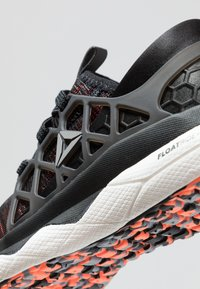 Reebok - FLOATRIDE RUN FLEXWEAVE - Chaussures de running neutres - black/guava/white/shadow/grey - 5