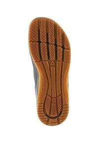 Reebok - CROSSFIT NANO 8.0 - Sports shoes - black/alloy/gum - 5