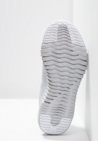Reebok - FLEXAGON - Kuntoilukengät - cold grey/white - 4