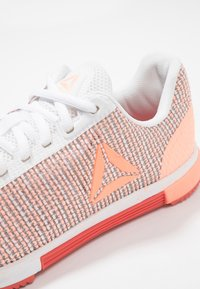 Reebok - SPEED TR FLEXWEAVE TRAINING SHOES - Sports shoes - white/sunglow/rosette - 5