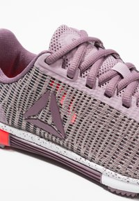 Reebok - SPEED TR FLEXWEAVE TRAINING SHOES - Kuntoilukengät - lilac/orchid/white/red - 5