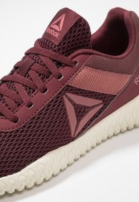 Reebok - FLEXAGON ENERGY TR - Sports shoes - lux maroon/rose dust/chalk - 5