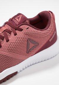 Reebok - REEBOK FLEXAGON FORCE - Sports shoes - rose/maroon/white - 5