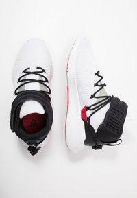 Reebok - FREESTYLE MOTION TRAINING SHOES - Chaussures d'entraînement et de fitness - white/black/rebred - 1