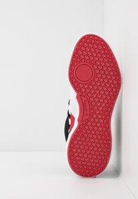 Reebok - FREESTYLE MOTION TRAINING SHOES - Chaussures d'entraînement et de fitness - white/black/rebred - 4