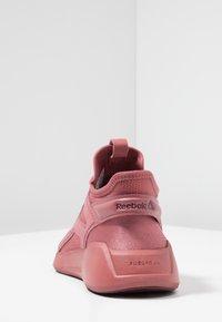Reebok - FREESTYLE MOTION - Chaussures de running neutres - rose dust - 3