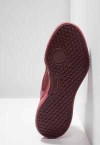 Reebok - FREESTYLE MOTION - Chaussures de running neutres - rose dust - 4