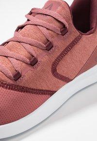 Reebok - EVAZURE DMX LITE 2.0 - Zapatillas para caminar - rose/maroon/white - 5