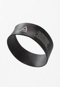 Reebok - SPLIT FLEX - Sports shoes - buff/black/chalk - 5