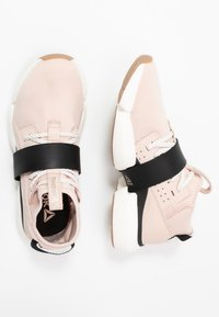 Reebok - SPLIT FLEX - Sports shoes - buff/black/chalk - 1