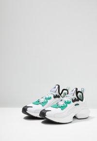 Reebok - SOLE FURY 00 - Sportovní boty - white/black/emeral - 2